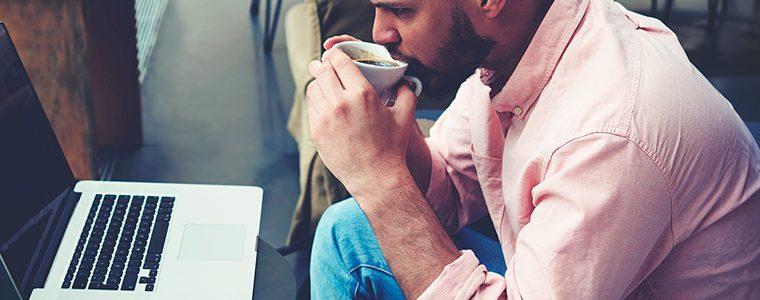 Beber café diariamente pode proteger contra câncer colorretal