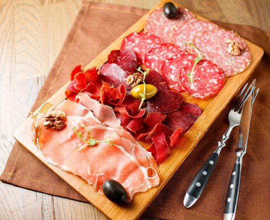 Comer carne processada pode causar câncer colorretal