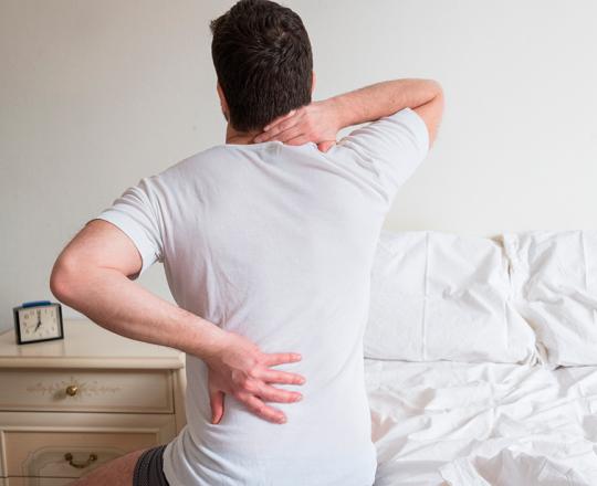 Dor intensa na coluna pode ser sinal de hérnia de disco