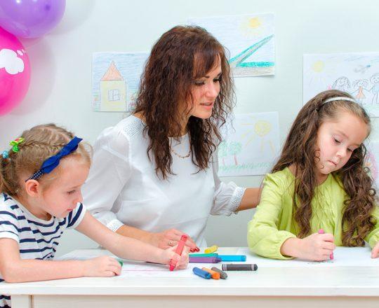 Terapia ajuda crianças autistas a lidarem melhor com vida cotidiana