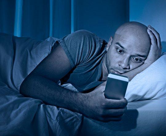 Uso da mídia social está ligado a distúrbios do sono
