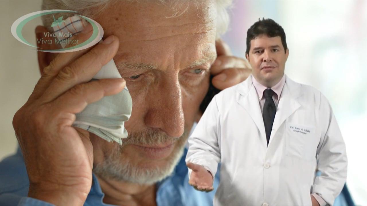 Qual a idade mais frequente para o surgimento dos sintomas da Hiper-hidrose?