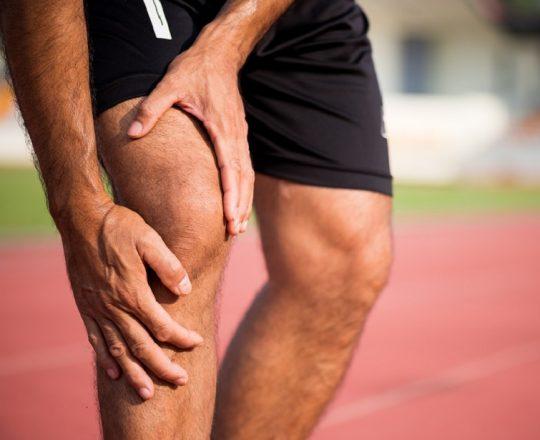 Praticar esportes e ter joelhos saudáveis são ações conciliáveis