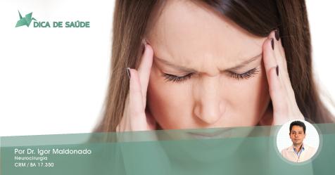 Como identificar quando uma pessoa tem um aneurisma cerebral roto?